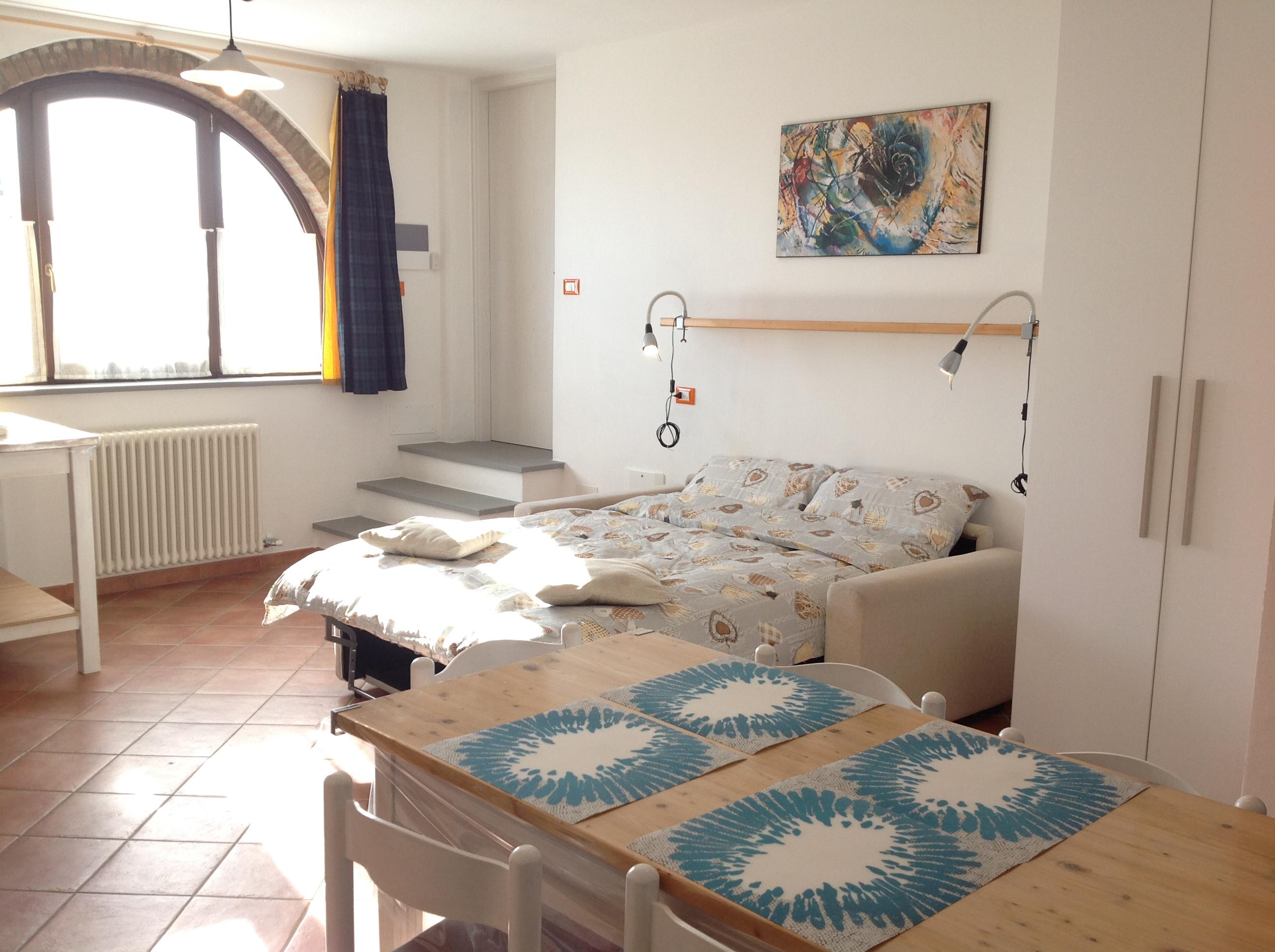 Monolocale con divano letto casa vacanze valdicciola